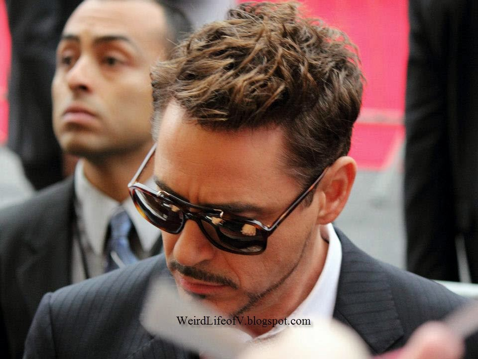 Robert Downey, Jr. signing autographs