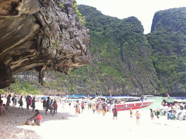 Maya beach concurrida
