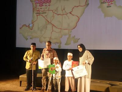 anak-anak korban bencana alam di lombok mendapatkan bantuan