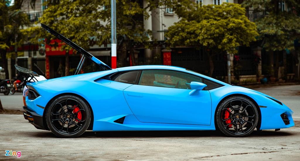 Sau những lần thay da đổi thịt, chiếc Lamborghini Huracan cầu sau đầu tiên tại VN một lần nữa được khoác lên mình bộ áo mới.