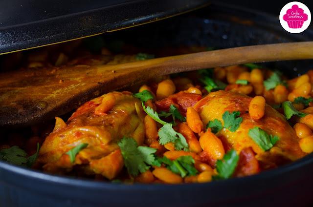 Tajine de poulet et d'haricots lingots à la tomate et coriandre