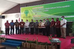 Aryoko Rumaropen Apresiasi Lembaga Gaharu Papua Mandiri dalam Pengembangan SDM Kampung