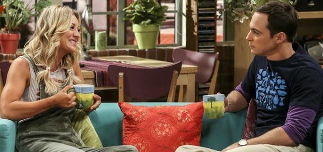 Kaley Cuoco e Jim Parsons em The Big Bang Theory; amizade de Penny e Sheldon ajuda a entender a série