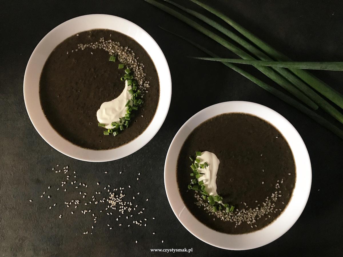 Zupa z czarnej soczewicy i czarnej fasoli