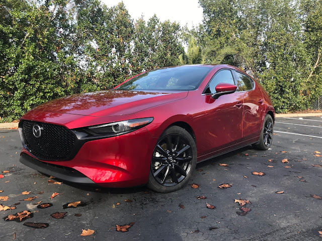 Front 3/4 view of 2020 Mazda3 Hatchback AWD