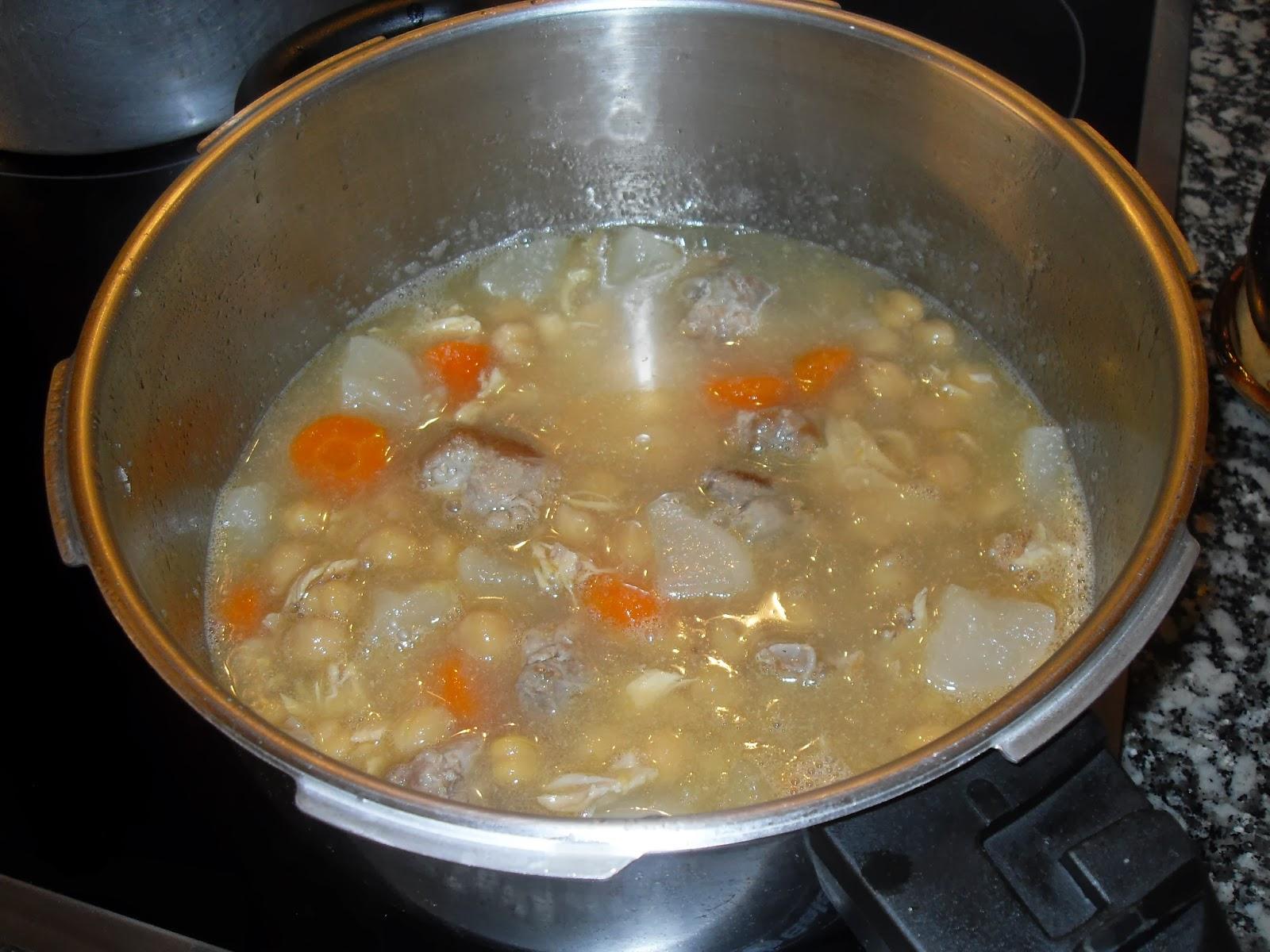 Cociendo los garbanzos.