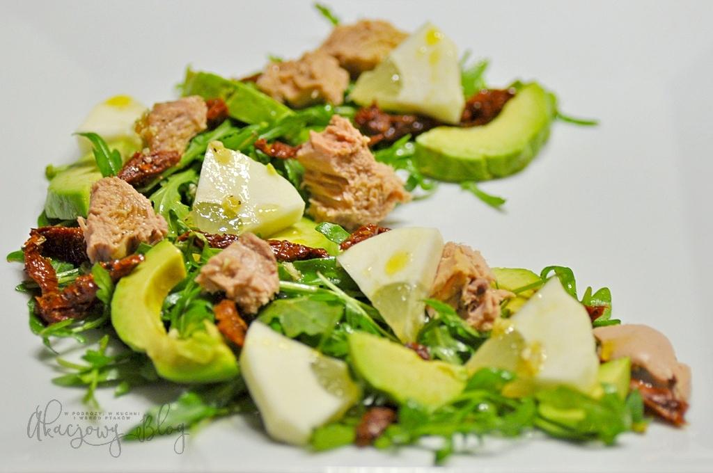 Sałatka z tuńczykiem i cytryną piritto.