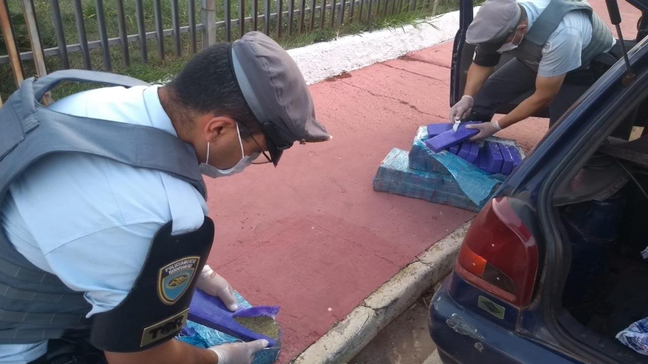 TOR apreende veículo com 108 quilos de maconha em Itatinga