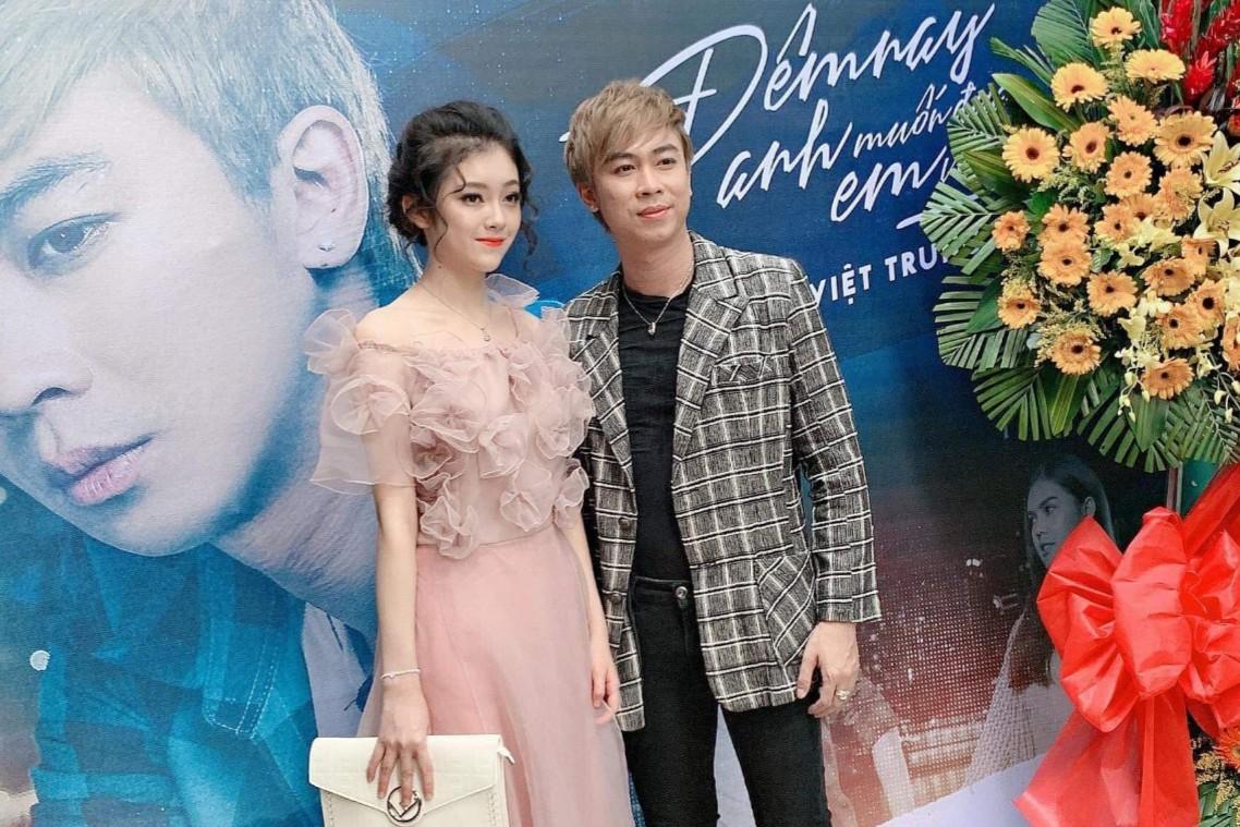 Hotgirl Hương Nhi bất ngờ xuất hiện trong họp báo Hồ Việt Trung