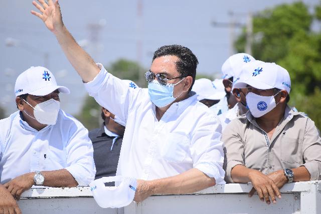Liborio Vidal  encabeza una alegre caravana