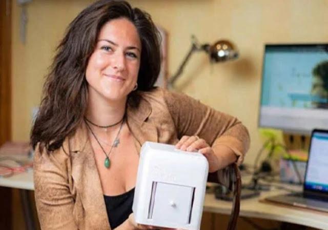 Jovem recebe prêmio por invenção que detecta câncer de mama em casa