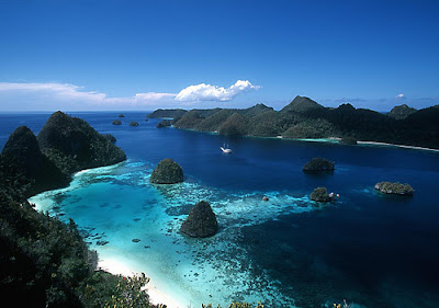 Pantai terindah Indonesia - Raja Ampat Papua