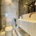 Lavabo pequeno branco e cinza com revestimento marmorizado e espelhado!