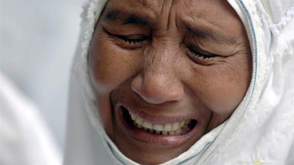 Hasil gambar untuk gambar ibu menangis