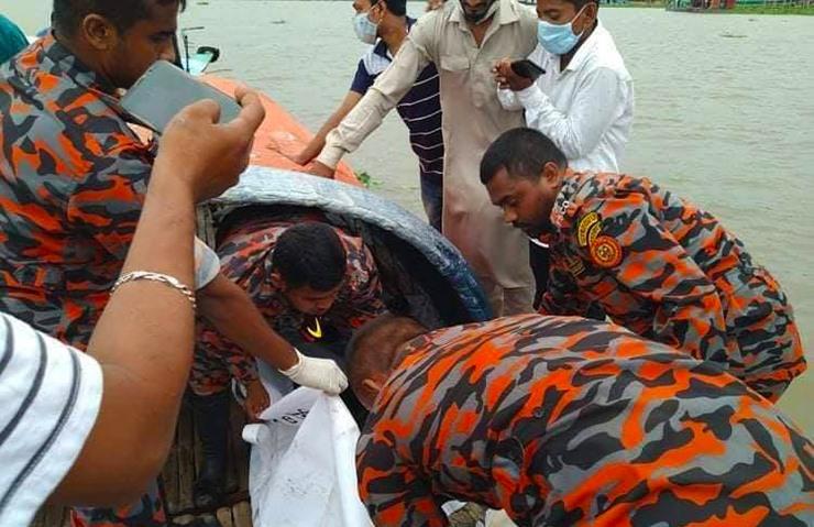 গোমতী নৌকাডুবিতে নিখোঁজ ২ যুবকের লাশ উদ্ধার