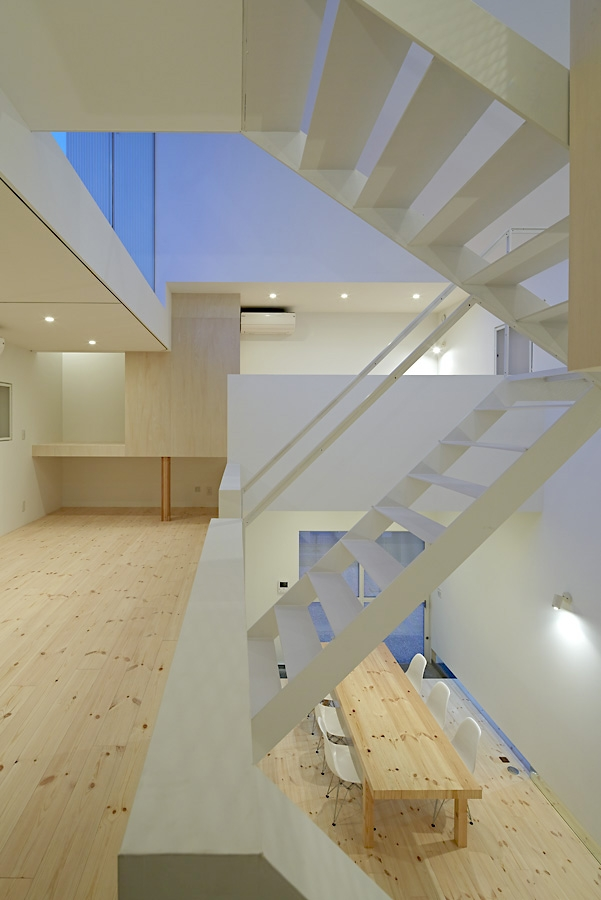 17-A-L-X-Sampei-Junichi-Architecture-Building-that-Envelops-Beauty-www-designstack-co