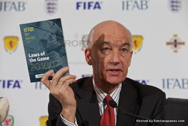 Buku peraturan FIFA 2016-2017.jpg
