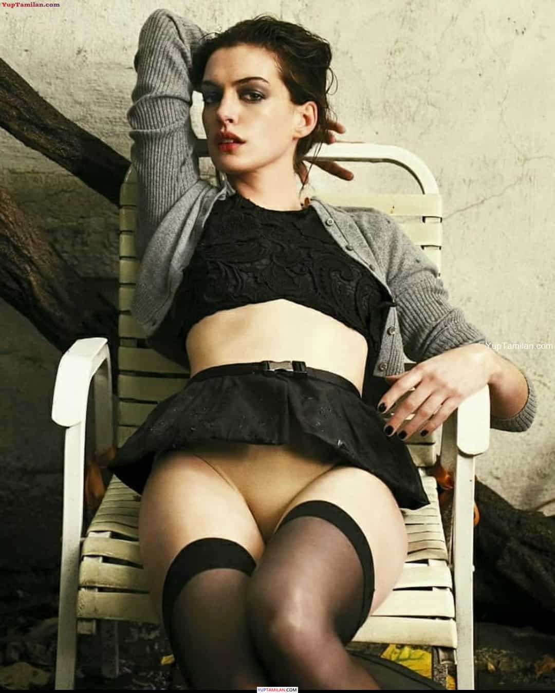 Anne Hathaway Sexy Photos in Black Bikini - Hot Lingerie Pictures