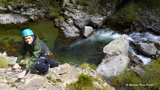 Via Ferrata de Rousses sobre el rio Tarnon - Lozère, Francia por El Guisante Verde Project