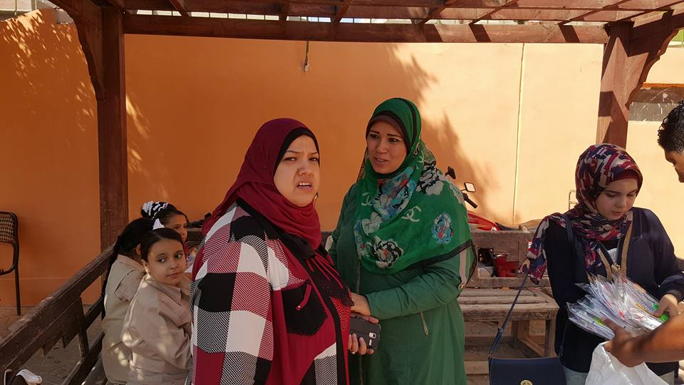 جمعية من أجل مصر اسعدت طلاب الفيوم بتوزيع مستلزمات دراسية