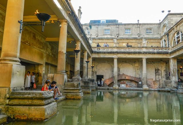 Great Bath, piscina romana nas Termas Romanas de Bath, Inglaterra