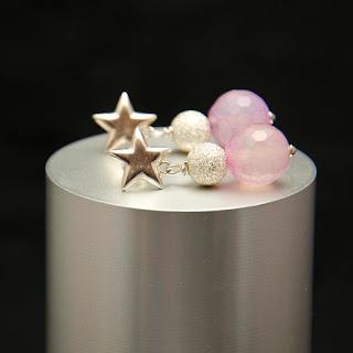 Pendientes estrella de plata y agatas rosas. Joyería en Plata Artesanal Personalizada