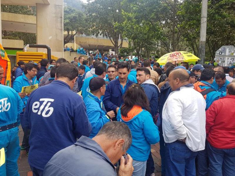 En ambiente de tensión, Sintratelefonos arranca negociaciones con la administración