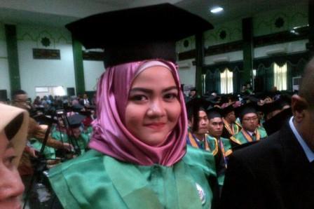 Subhanallah.. Rafidah Helmi Dapat Gelar Dokter Muda Kini Usianya 17 Tahun