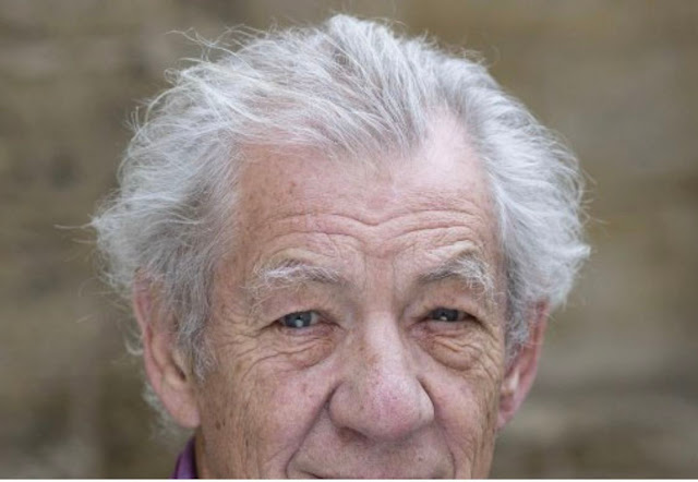 Lord Of The Rings Star Mckellen Receives Covid-19 Vaccine