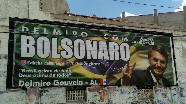 Em Delmiro Gouveia, outdoor em apoio a Bolsonaro é colocado no centro da cidade