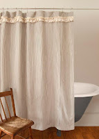 How to decorate bathroom with right shower curtain