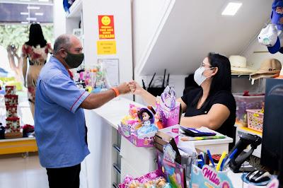 Loja Curumins Silva Confecções & Papelaria, em Ponto Novo, Bahia. Fotografia produzida por Samuel Novais/Guia Ponto Novo