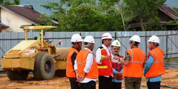 Jokowi Resmikan Pembangunan Tol Padang - Pekanbaru