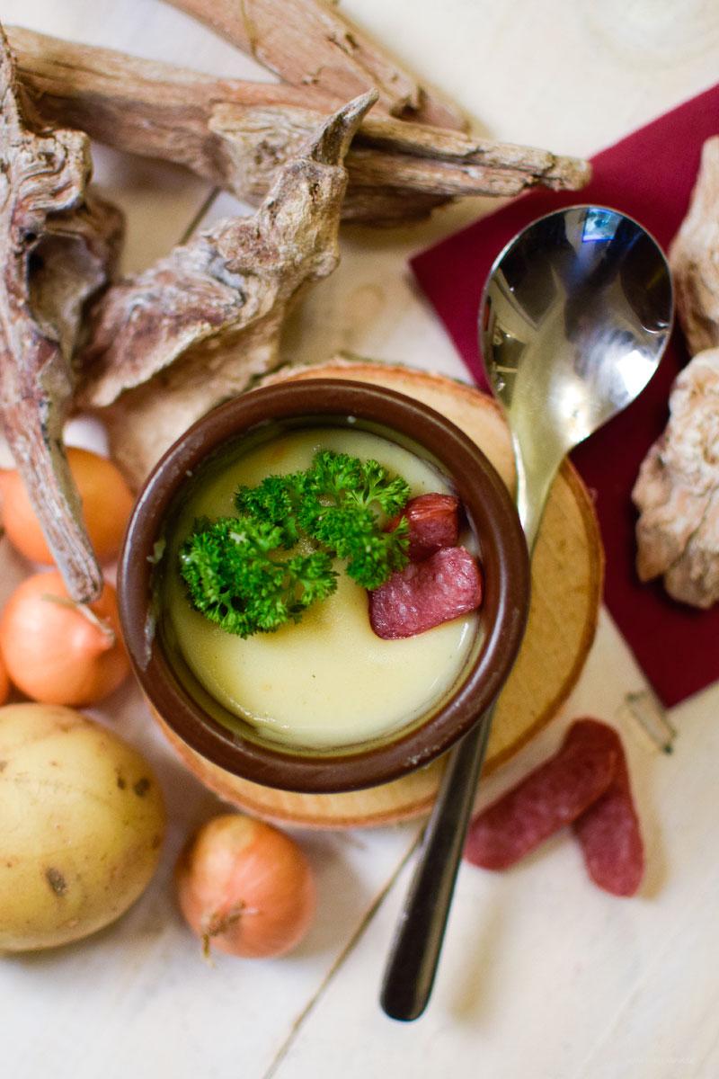 vegatarische Kartoffelsuppe, pürierte Herbstsuppe