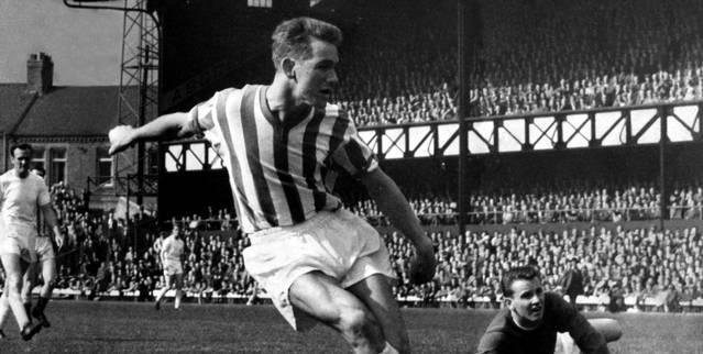 Brian Clough en un lance de un partido como jugador de Sunderland AFC