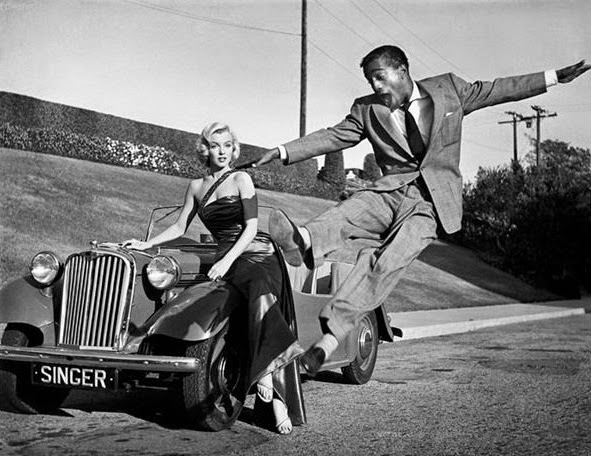 64 Historical Pictures you most likely haven't seen before. # 8 is a bit disturbing! - Marilyn Monroe and Sammy Davis, Jr.