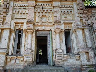 Мирополье. Руины дома священника. XIX в. Памятник архитектуры