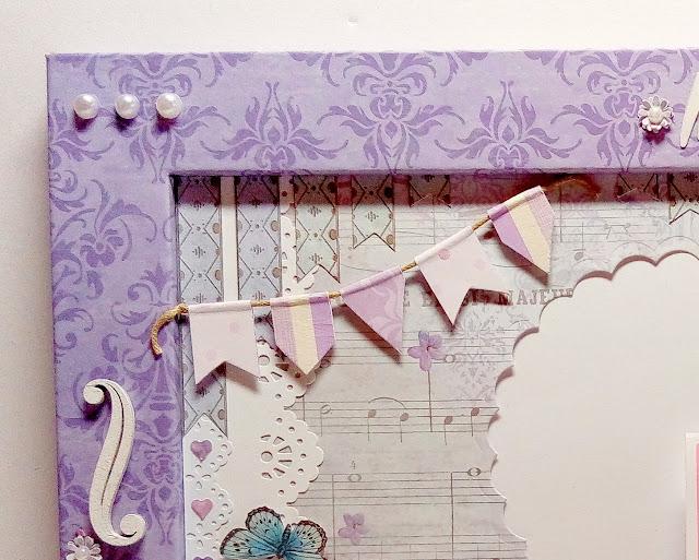 Marco de madera decorado con la técnica del scrapbooking en tonos malva