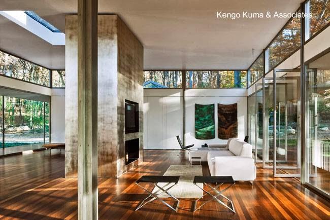 Sala de una residencia de madera y vidrio Minimalista