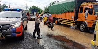 Pasca Banjir Katibung, Arus Lalu Lintas Jalan Trans Sumatera Mulai Lancar
