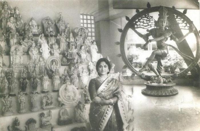 Mahanati Deleted Scene About Rekha And Gemini Ganesan: Mahanati Savitri Rare Large Photo Collection Set-1