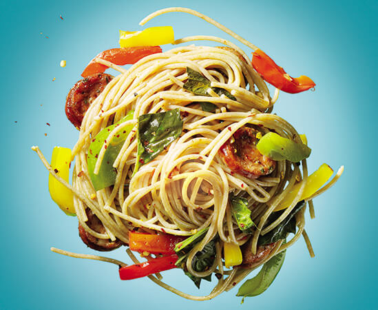 Spaghetti with sweet pepper and chicken sausages (4 servings)