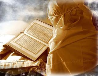 KEUTAMAAN-KEMULIAAN-WANITA-DAN-KEDUDUKAN-KEISTIMEWAAN-ISTRI-SHOLEHAH-DALAM-ISLAM