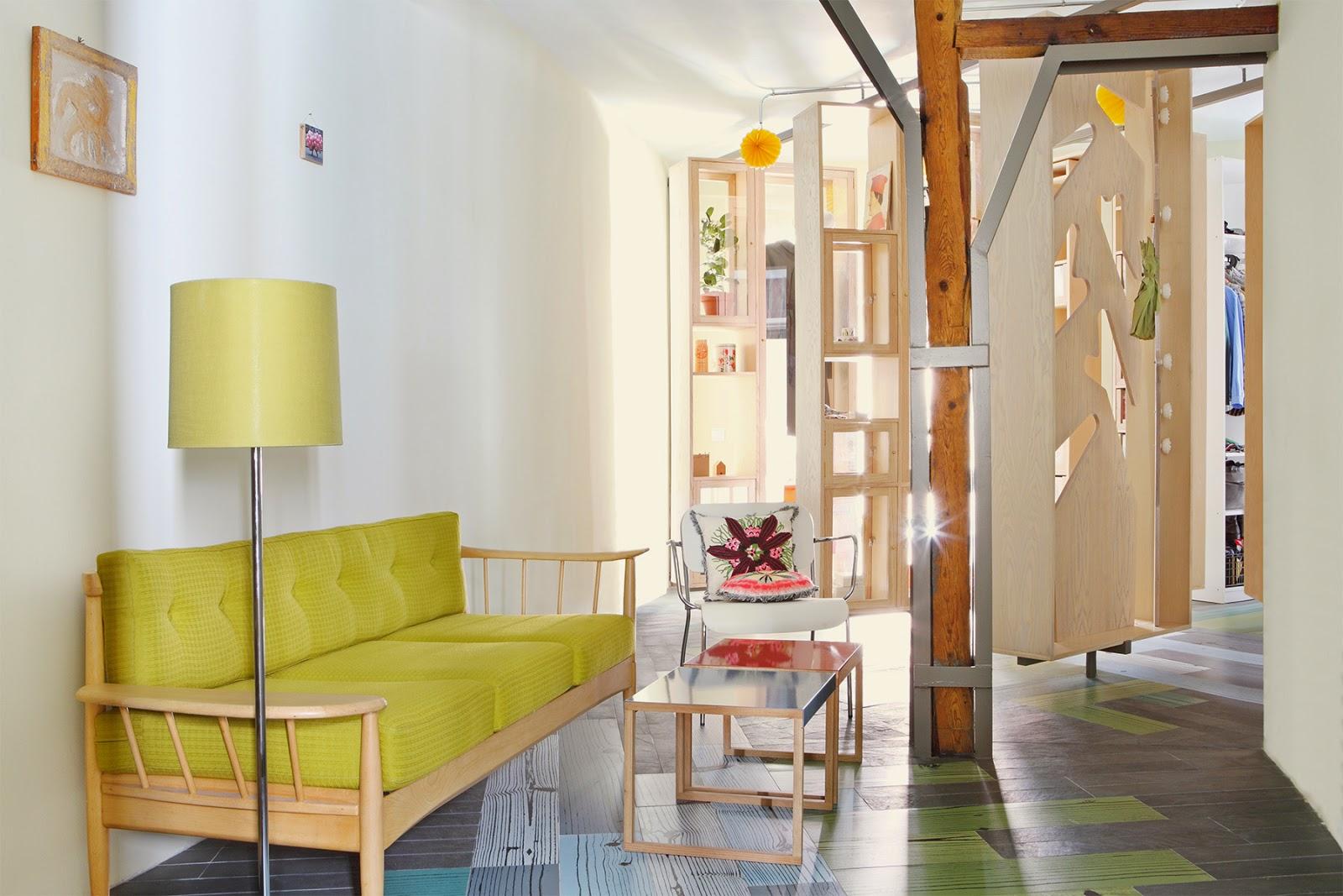 die wohngalerie raffinierte einbauten im madrider wohnung. Black Bedroom Furniture Sets. Home Design Ideas