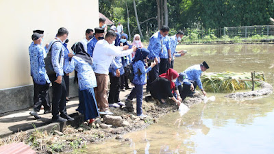 Hadiri Acara Pencanangan Program Asbatik, Bupati dan Wabup Pelepasan Ikan dan Itik di BPP Liliriaja
