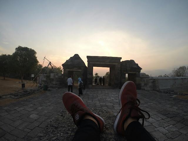 Pemandangan Sunset di Ratu Boko, Jogja, menghadap tempat terbenam matahari (barat/kulon)