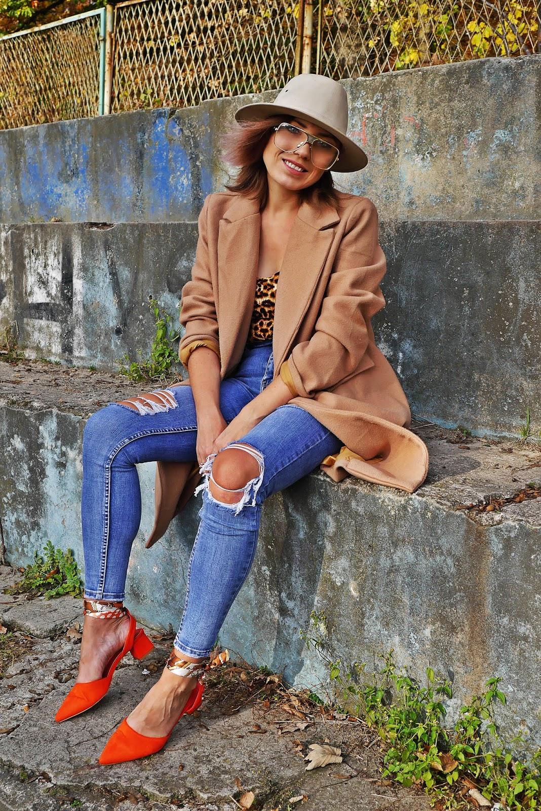 Beige coat denim pants leo print body karyn blog modowy