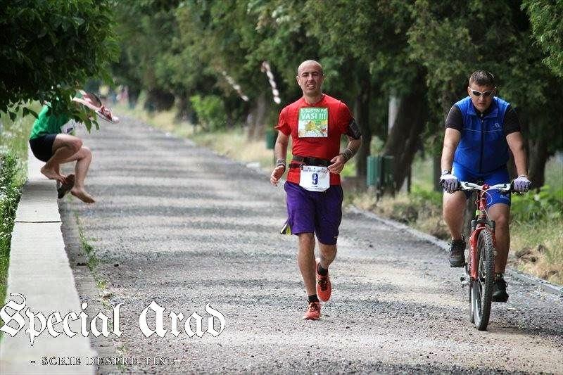 Maraton Arad 2014. Un eveniment REUŞIT în ciuda tuturor dificultăţilor. Florin Chindea şi biciclistul Dragoş
