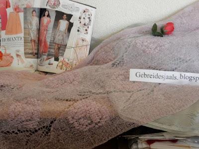 roze sjaal, handgebreide shawls, gebreidesjaals.