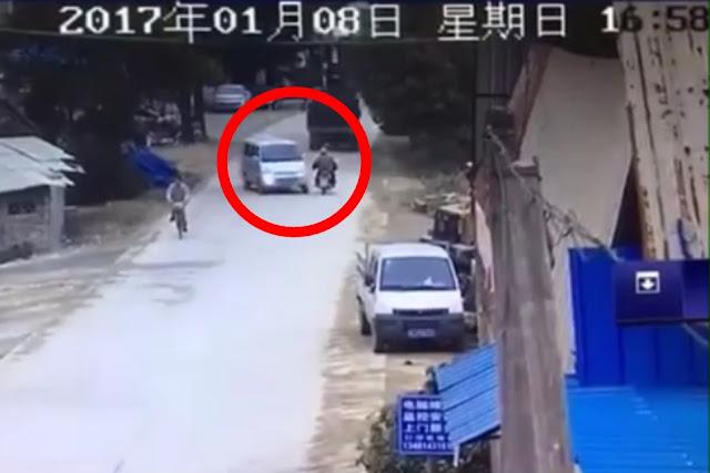 VIDEO: Cara Sopir Mobil Van Hindari Tabrakan Maut Ini, Bikin Bulu Kuduk Merinding!